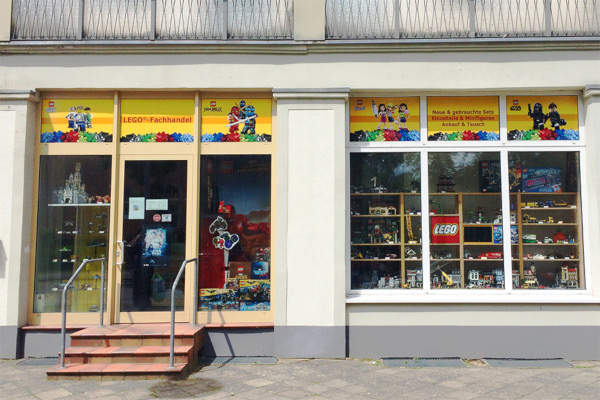 Die Aussenansicht vom Lucky Bricks LEGO Laden in Rostock